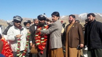 First batch of displaced Pakistanis return home from Afghanistan