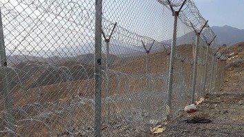 پاکستان د افغانستان سره پولې ته شپول تړل شروع کړل