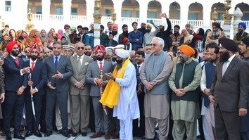 پاکستان د سکھ پوځي افسر د واده سره د اقلیت حقونه لمانځوي
