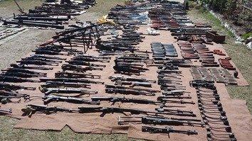 تصاویر میں: پاکستانی فوج نے کرم ایجنسی میں ہتھیاروں کی ایک بڑی کھیپ پکڑ لی