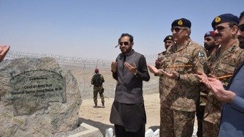 باجوہ نے بلوچستان میں پاکستان-افغان سرحد پر باڑ کی تنصیب کا سنگِ بنیاد رکھ دیا