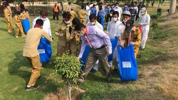 Imran Khan launches 'Clean Green Pakistan' campaign