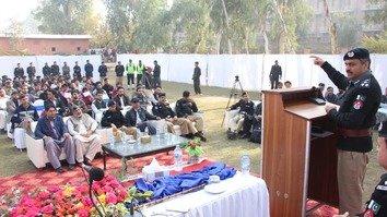 کے پی پولیس نے پشاور یونیورسٹی میں مواصلات کا منصوبہ شروع کیا ہے