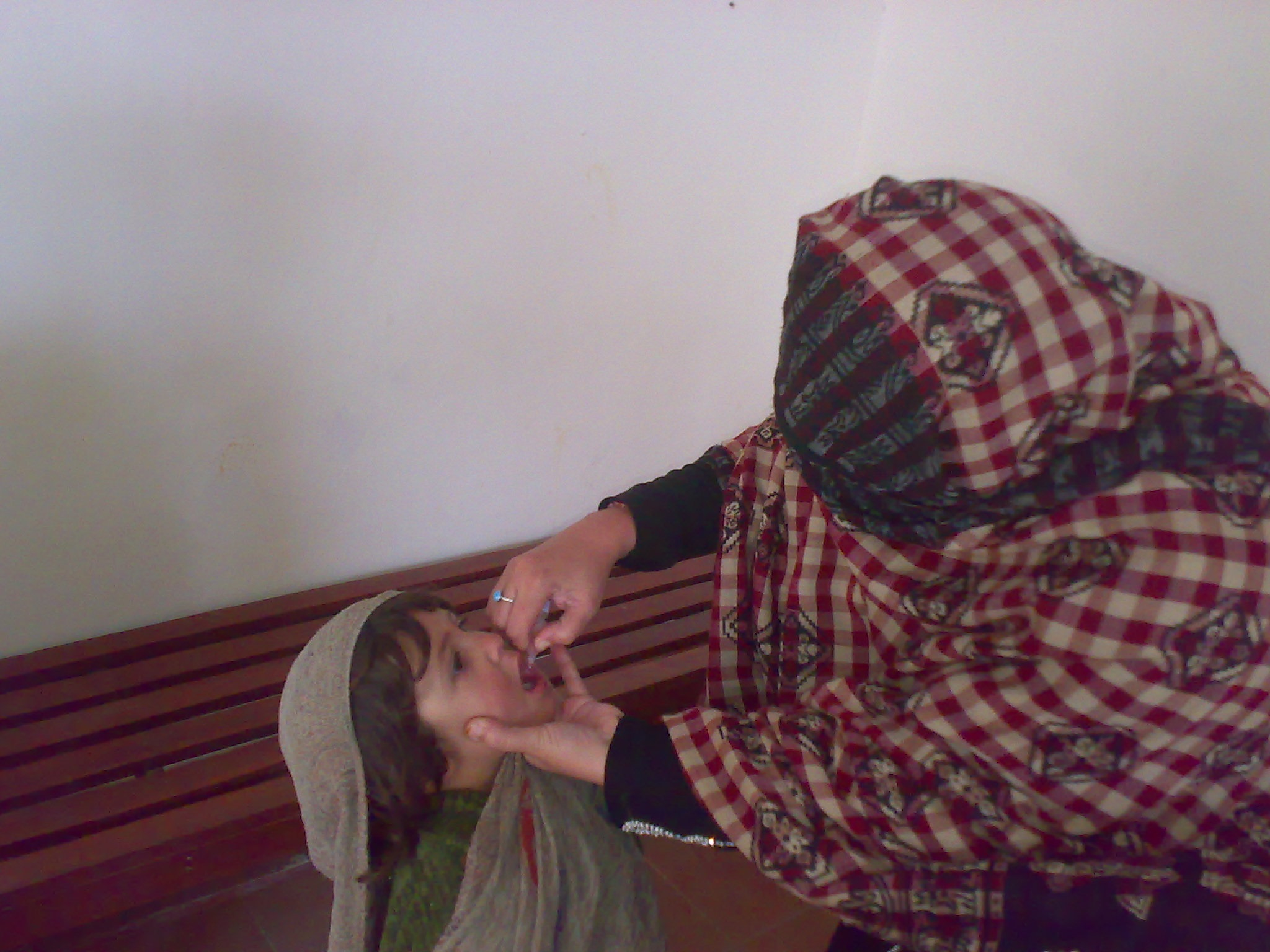 پاکستان د پولیو یا ګوزڼ د واکسین یو پراخ کمپاین پیلوي