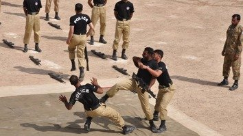 Balochistan Police July 28 in Quetta receive counter-terrorism training. The army plans to give specialised counter-terrorism training to police and other security forces in Balochistan. [Courtesy of Abdul Ghani Kakar]