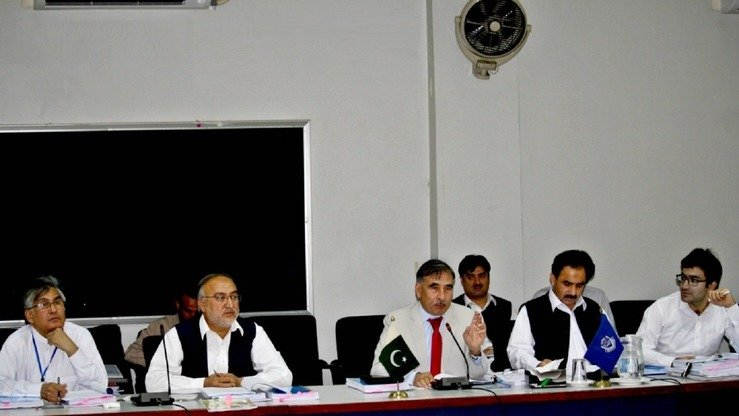 University of Peshawar Vice Chancellor Muhammad Rasul Jan (centre) chairs a May 26 meeting of the university's academic council. The body approved the creation of a Criminology and Forensic Science Institute that will start accepting students in September. [Adeel Saeed]