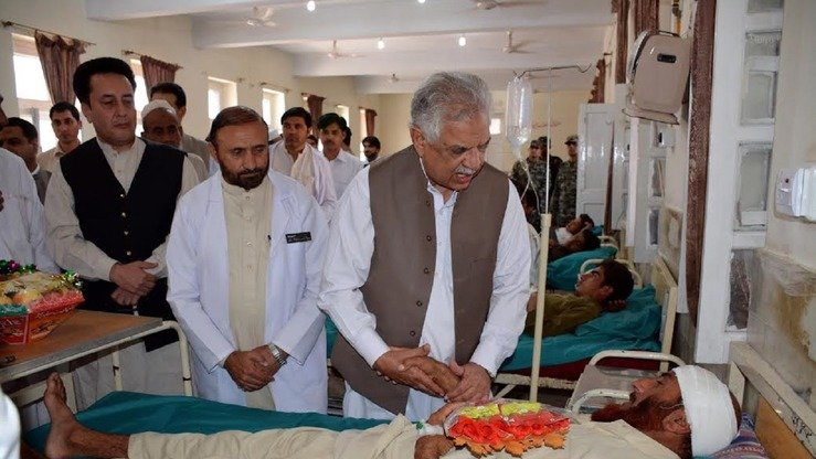 KP Governor Iqbal Zaffar Jhagra meets injured people in Bajaur Agency Headquarters Hospital September 17. [Courtesy of Governor House Peshawar]