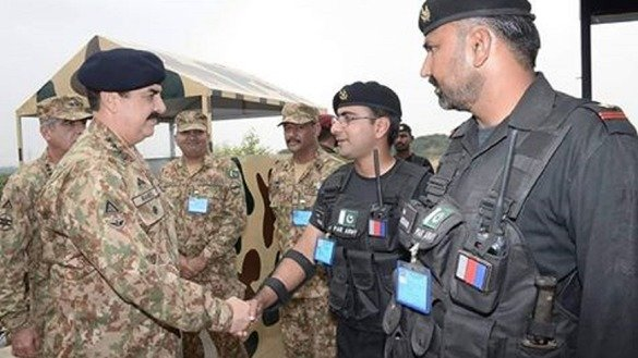 Chief of Army Staff Gen. Raheel Sharif (left) on September 24 inaugurated new state-of-the-art facilities of the National Counter-Terrorism Centre, located near Kharian, Punjab Province. [Courtesy of ISPR]