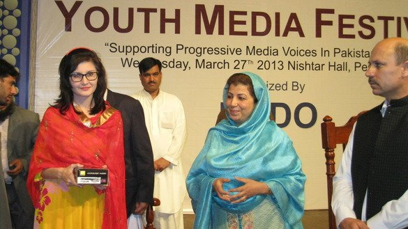 Mossarat Qadeem, executive director of PAIMAN Alumni Trust, attends a youth media festival in Peshawar in 2013. Mossarat (centre) has been nominated for the international N-Peace Award for her strenuous efforts against radicalisation and violent extremism in the Federally Administered Tribal Areas (FATA) and Khyber Pakhtunkhwa (KP). [Courtesy of Adeel Saeed]