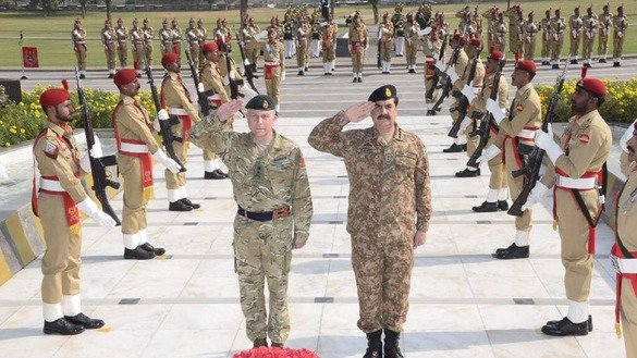 Chief of General Staff of UK General Sir Nicholas Patrick Carter and Pakistani Army Chief General Raheel Sharif paying tribute to martyred soldiers at ''Yadgar-e-Shuhada'' at Generals Headquarters in Rawalpindi October 19, 2016. Thousands of soldiers have sacrificed their lives on war on terror in Pakistan. The CGS of UK also visited North Waziristan to look at the success of military operation against militants. [Courtesy of ISPR ]