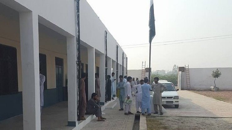 Visitors acquaint themselves with Kohi Sher Haider Degree College in Bara Tehsil, Khyber Agency, in September. The college re-opened in October after shutting its doors seven years ago because of militancy. [Muhammad Shakil]