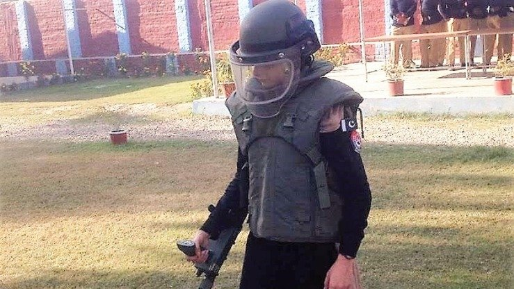 Policewoman Rafia Qaseem Baig undergoes explosive detection training on December 5 in Nowshera. [Javed Khan]