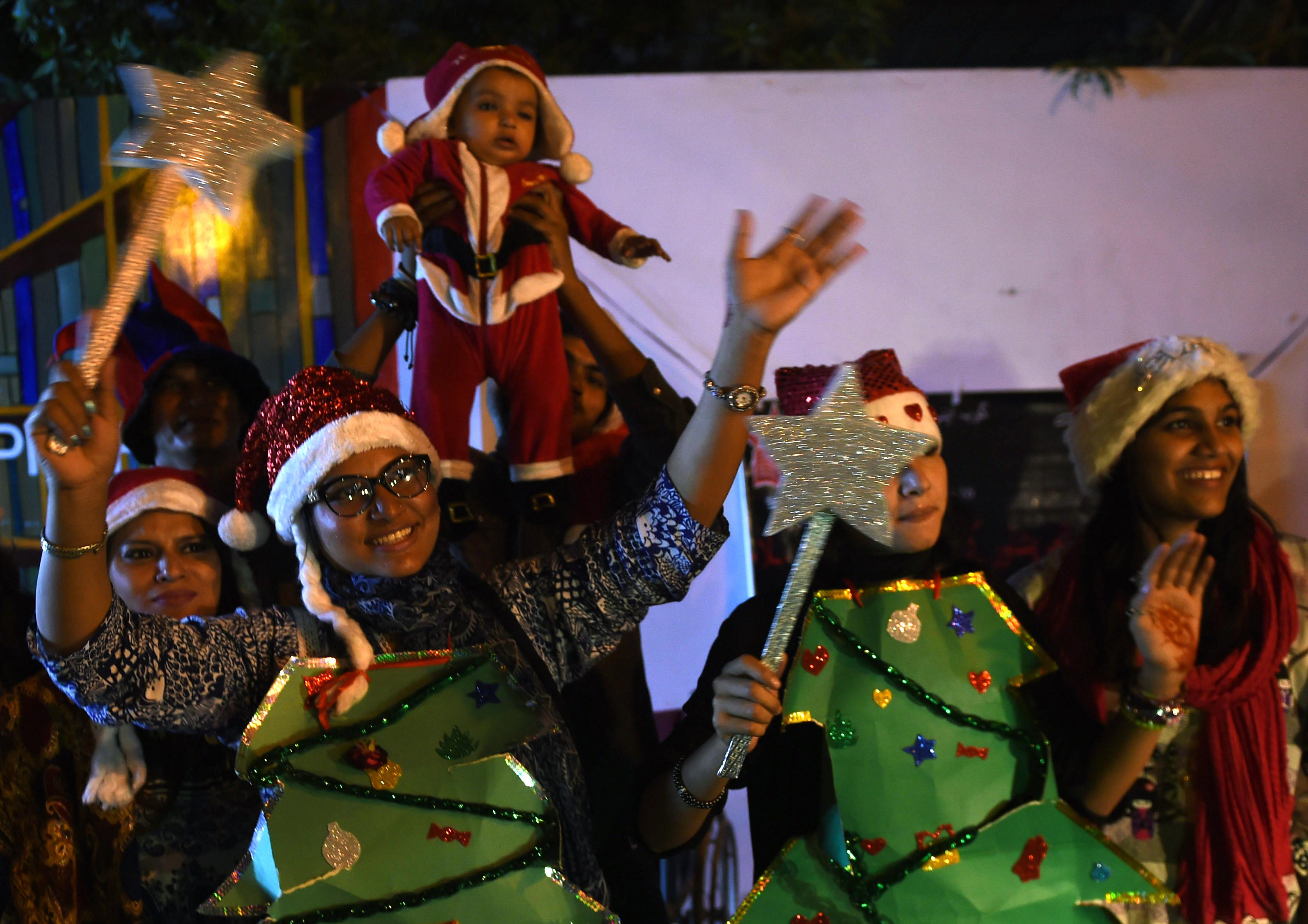 Pakistani Christians celebrate peace ahead of Christmas