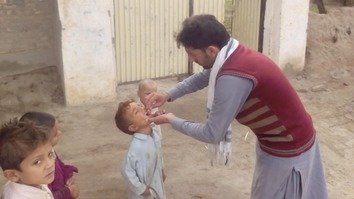 A health worker vaccinates a boy against polio in South Waziristan September 16. [Ashfaq Yusufzai]