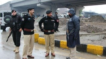 Senior Superintendent of Police Operations for Peshawar Sajjad Khan (2nd left) inspects local security arrangements in the wake of a terror threat on January 18. [Courtesy of Peshawar Police]