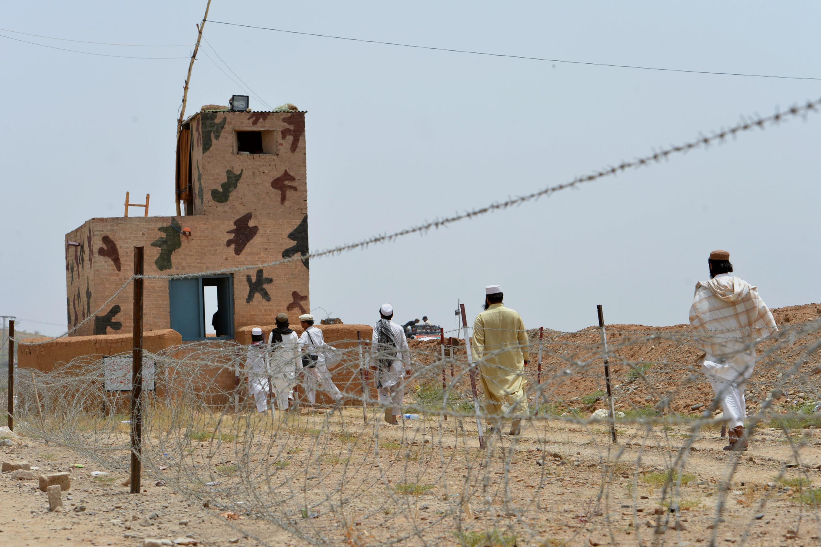 څارونکي د وسله والو په وړاندې مبارزه کې د پاکستان د هوایي ځواک د رول ستاينه کوي