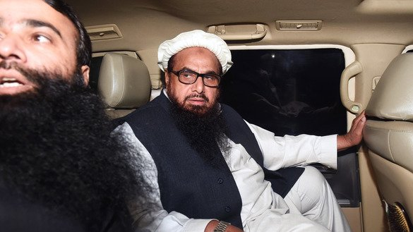 Jamaat-ud-Dawa (JuD) leader Hafiz Saeed (R) leaves in a car after Pakistani police detained him in Lahore January 31. [ARIF ALI/AFP]