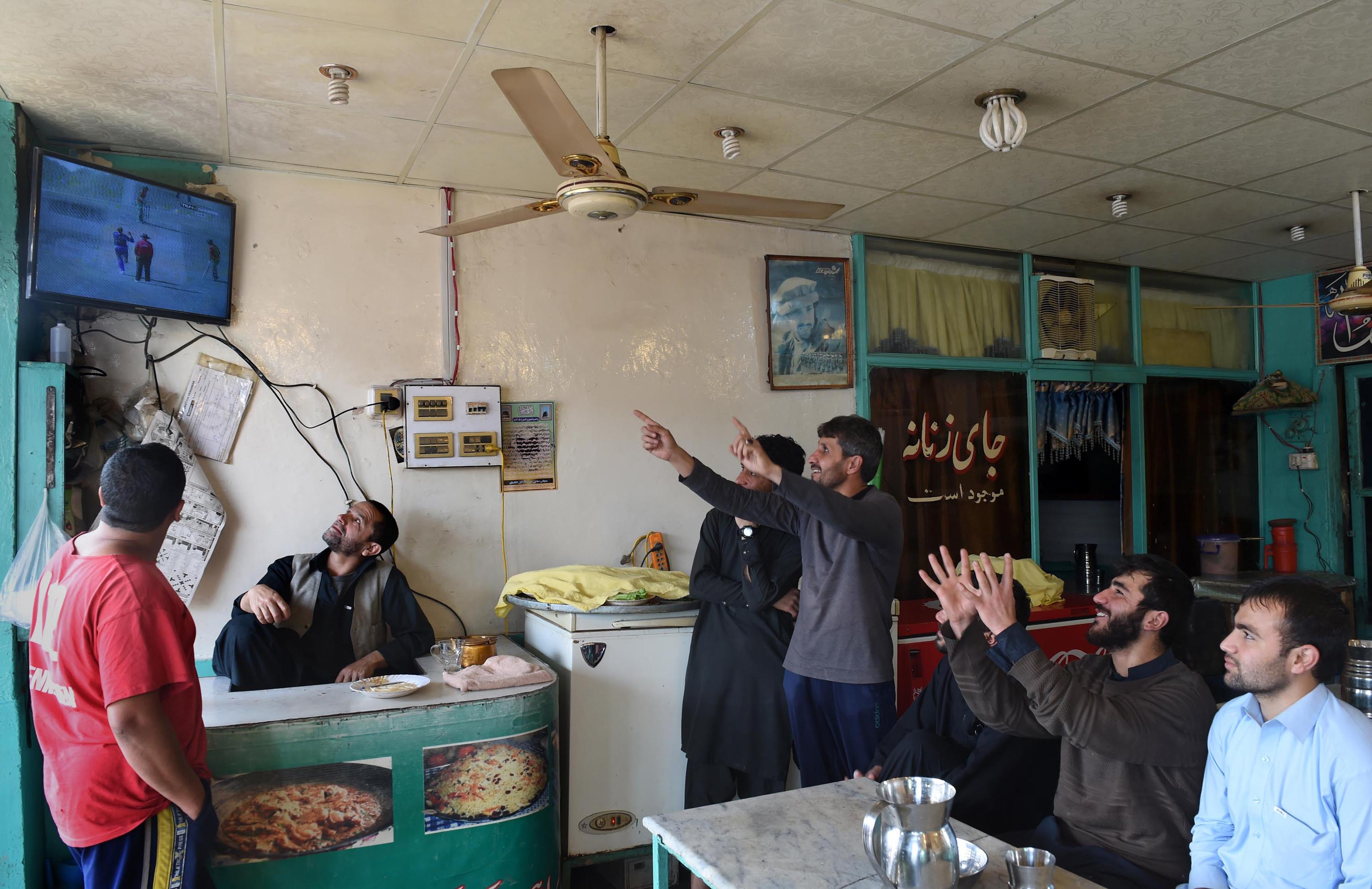 نسبتاً پُرامن پشاور میں ریستوران کا کاروبار پھل پھول رہا ہے