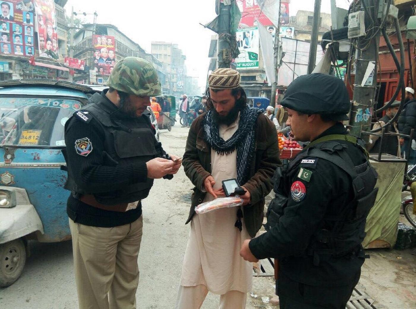 پاکستان نے دہشت گرد حملوں کی تازہ لہر کے بعد حفاظتی اقدامات سخت کر دیئے