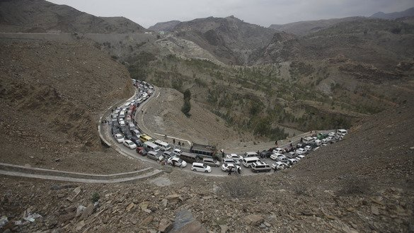 Motorists wait to enter Afghanistan at the Torkham border crossing Tuesday (March 21), one day after Pakistani Prime Minister Mian Muhammad Nawaz Sharif re-opened the crossing. [Adeel Saeed]