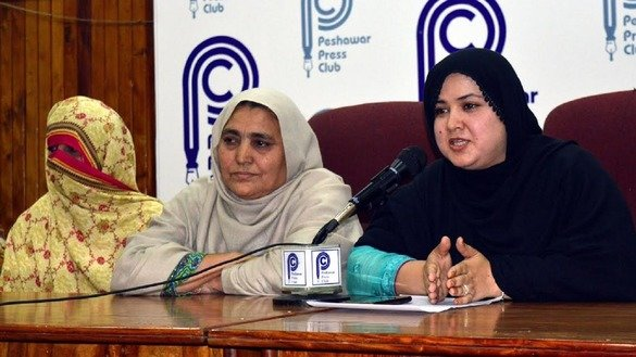 Nausheen Jamal Orakzai (dressed in black), president of Qabailee Khor, a new NGO formed to advocate for the rights of tribal women, addresses a news conference in Peshawar March 7. [Muhammad Ahil]