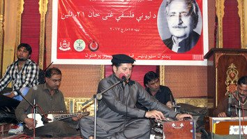 Bakhtiar Khattak March 15 in Peshawar sings at a tribute to Abdul Ghani Khan on the 21st anniversary of his death. [Karwan Impeachment Council]
