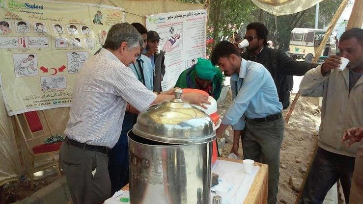 Karachi residents May 5 drink water at a heat stroke prevention centre set up by Saylani Welfare Trust, a local charity. A number of charities and civil society organisations are raising public awareness of trustworthy charities ahead of Ramadan. [Zia Ur Rehman]