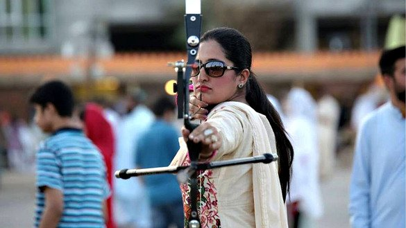 A woman participates in the archery competition at the Hunar Mela May 9. [Shahbaz Butt]
