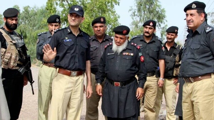 Capital City Police Officer Mohammad Tahir (centre), accompanied by other police, visits Matani May 23 to inspect security ahead of Ramadan. [Courtesy of KP Police]