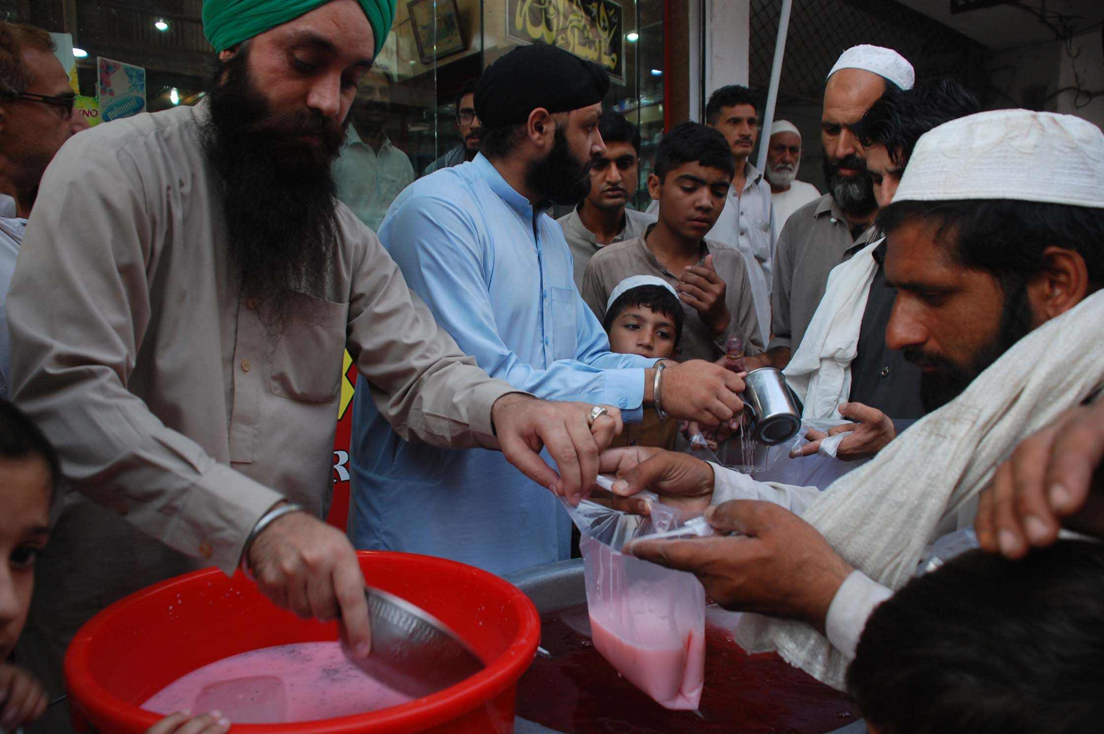 Sikh's iftar spreads message of interfaith harmony in Peshawar