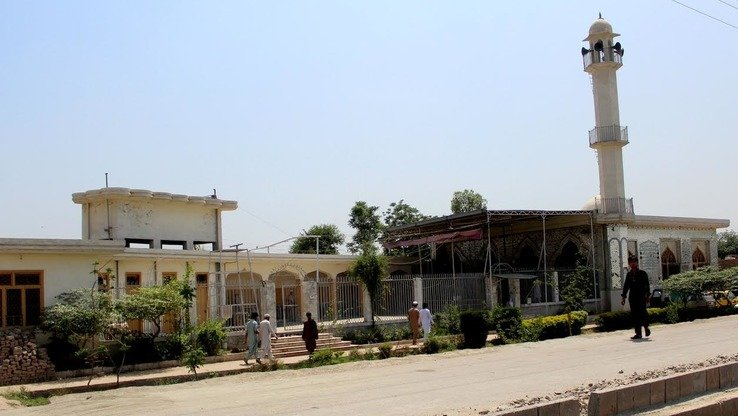 A seminary and a mosque are shown in Peshawar in June. The Khyber Pakhtunkhwa (KP) government is cracking down on extremism by ordering seminaries to break away from militancy and to implement education reforms. [Muhammad Ahil]