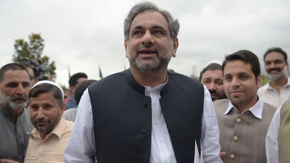 Shahid Khaqan Abbasi, former Pakistani minister of petroleum and natural resources, arrives at Parliament House to vote during the election for interim prime minister in Islamabad August 1. Abbasi won with 221 votes inthe 342-member National Assembly. [Aamir Qureshi/AFP]