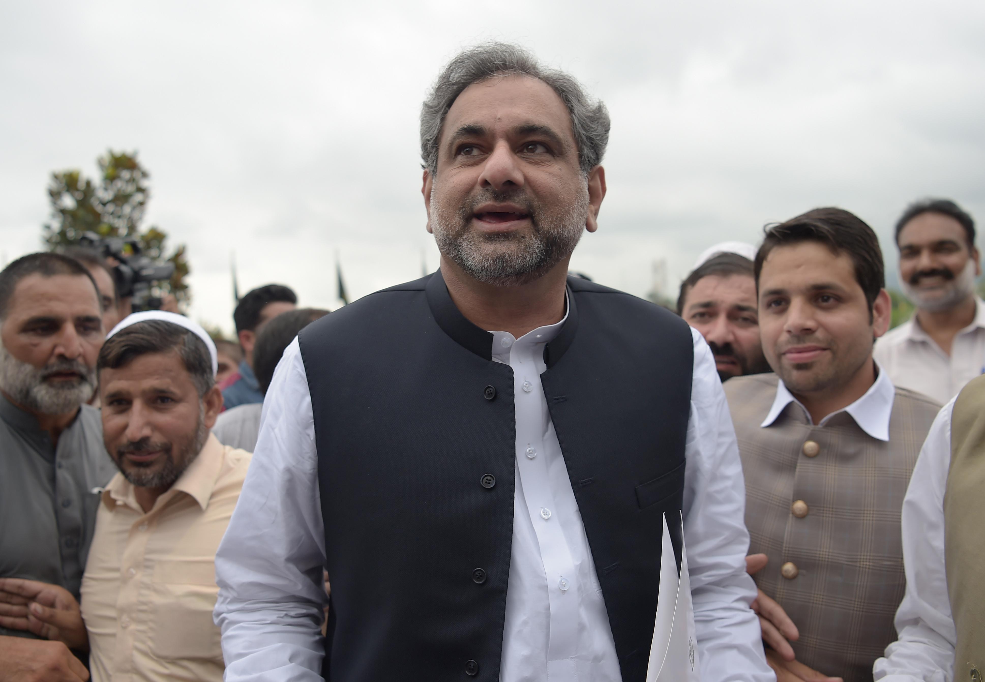 سابق وزیرِ تیل عباسی پاکستان کے عبوری وزیرِ اعظم منتخب