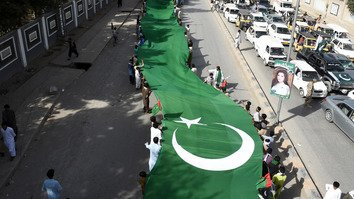Pakistanis August 14 in Quetta carry a huge flag to mark the country's 70th anniversary of independence from Great Britain. Pakistan celebrates Independence Day one day before India. [Banaras Khan/AFP]