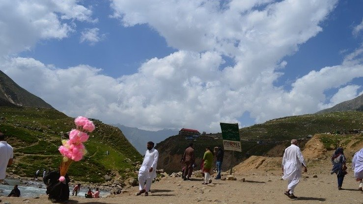 A local vendor sells cotton candy near Lake Saiful Muluk in August. [Qasim Yousafzai]