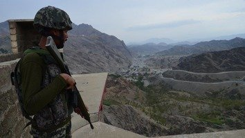 وګړي د پاكستان او افغانستان د پولې په اوږدو کې د ګډوډۍ رامنځته كولو لپاره د وسله والو د هڅو غندنه كوي