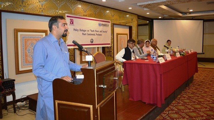 Shafeeq Gigyani, a youth activist, addresses a policy dialogue on youth, peace and security, organised by Aware Girls, in Peshawar September 29. [Danish Yousafzai]