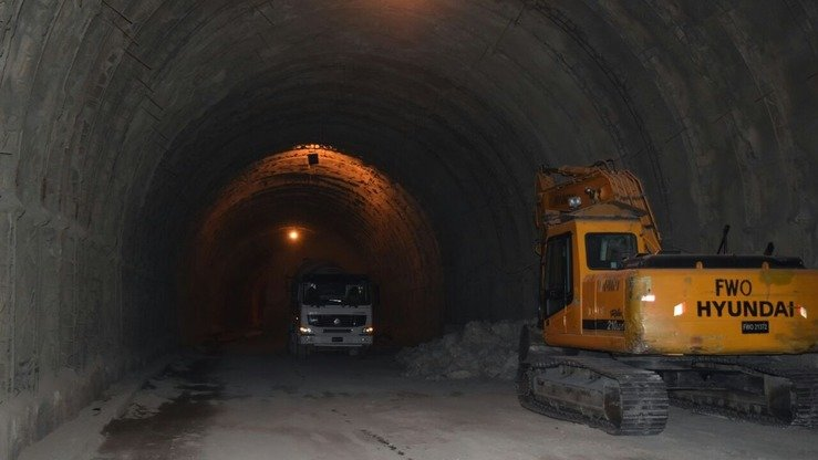 Construction work continues in Nahakki Tunnel in Mohmand Agency in 2016. [Alamgir Khan]