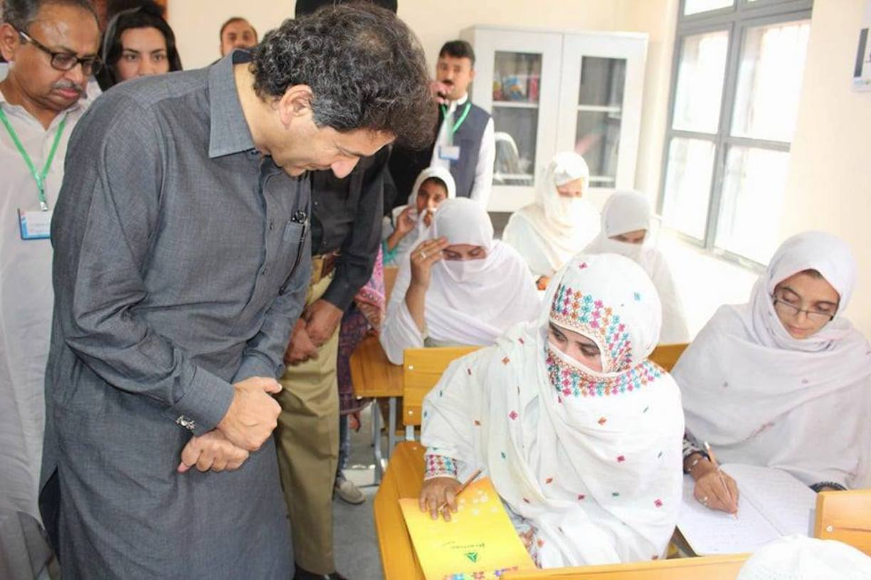 KP Education Minister Muhammad Atif Khan meets with female prisoners at the inauguration ceremony of the Speed Literacy Programme at the Mardan Central Jail. [KP Elementary and Secondary Education Department]