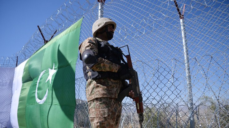 A Pakistani soldier keeps vigil next to the newly fenced border along Paktika Province, Afghanistan, in Angoor Adda, South Waziristan, October 18. [Aamir Qureshi/AFP]