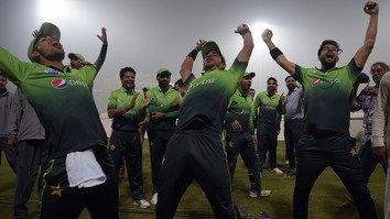 پاکستان میں بین الاقوامی کرکٹ کی واپسی کا جشن