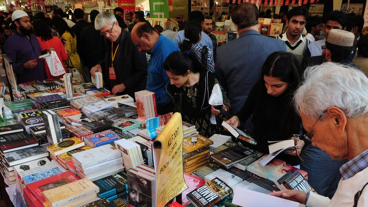 Visitors look at books during the Karachi Literature Festival on February 11, 2017. Officials in Peshawar are working to promote literature and culture in Khyber Pakhtunkhwa through an online writers' club. [ASIF HASSAN / AFP]