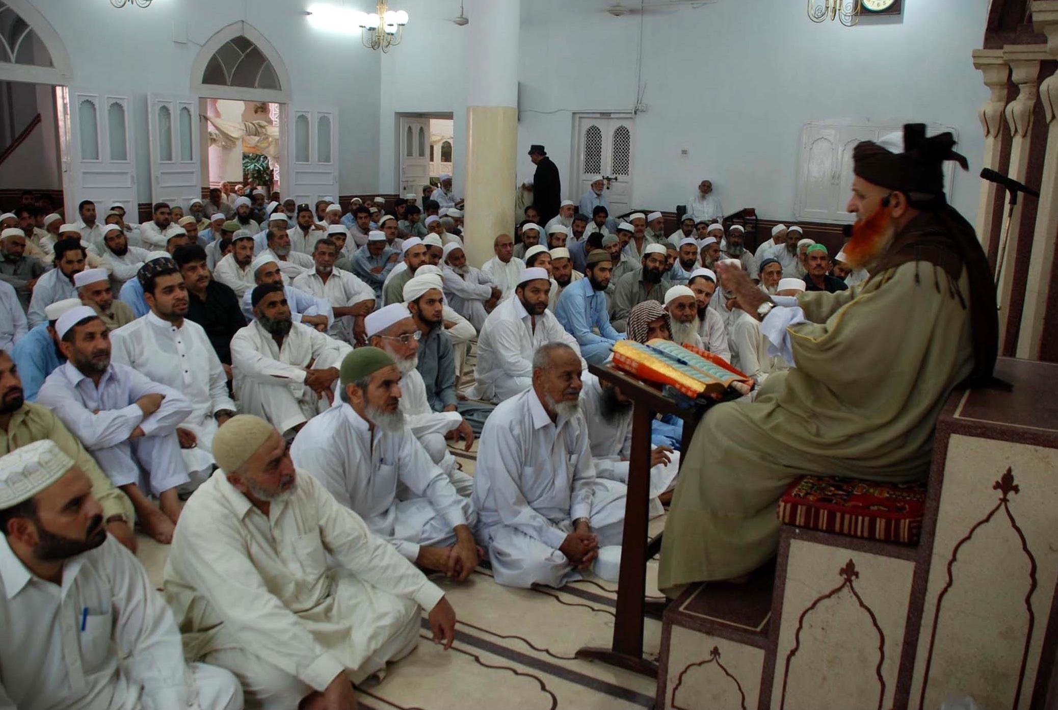 کے پی کے حکام نے اہل اماموں کے لیے اعزازیہ منظور کیا