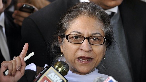 In this photograph taken on December 30, 2011, Pakistani human rights activist and Supreme Court lawyer Asma Jahangir speaks to media in Islamabad. She died February 11, 2018. [Aamir Qureshi/AFP]