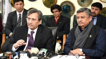 Pakistani Minister of Commerce Mohammad Pervaiz Malik (left) and Secretary of Commerce Younus Dagha speak during a January 26 Islamabad news conference on Pakistani-Indonesian trade relationships. [Amna Nasir Jamal]