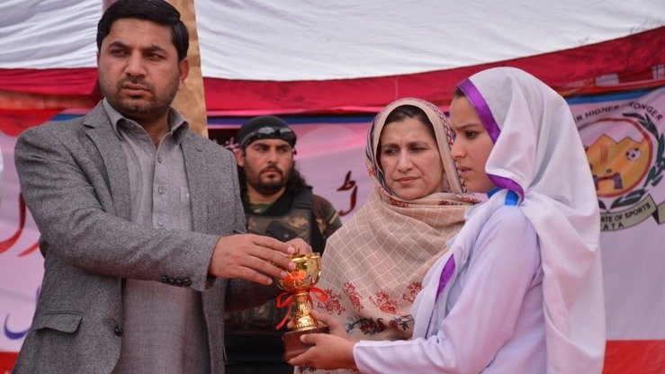 Additional Political Agent Mohmand Agency Hamid ur Rehman (left) hands out prizes to wining students during the Mohmand Sports Youth and Cultural Festival. [Alamgir Khan]