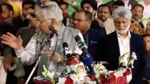 Foreign Minister Khawaja Muhammad Asif reacts after a man threw ink on him Saturday (March 10), as he spoke during a rally of the ruling Pakistan Muslim League-Nawaz (PML-N) party. [Courtesy of Abdul Nasir Khan]