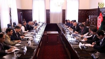 Pakistani and Afghan officials April 6 in Kabul discuss a variety of issues, including fighting terrorism and supporting the Afghan peace process. [Afghan Presidential Palace]