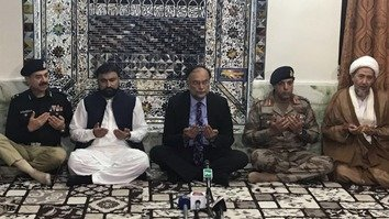Interior Minister Ahsan Iqbal (centre) April 30 visited Quetta to express solidarity with the Hazara community over the killing of two Hazara men by terrorists. Iqbal was shot in the arm May 6 in a suspected assassination attempt possibly linked to accusations of blasphemy. [Ahsan Iqbal/Twitter]