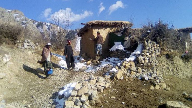 Health team members visit homes in remote, hilly areas of Kurram Agency during a polio immunization campaign launched in February.[FATA Emergency Operation Centre]